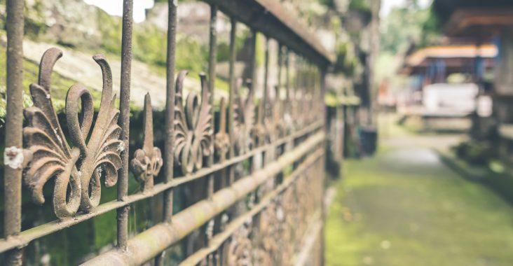portões de ferro de uma casa