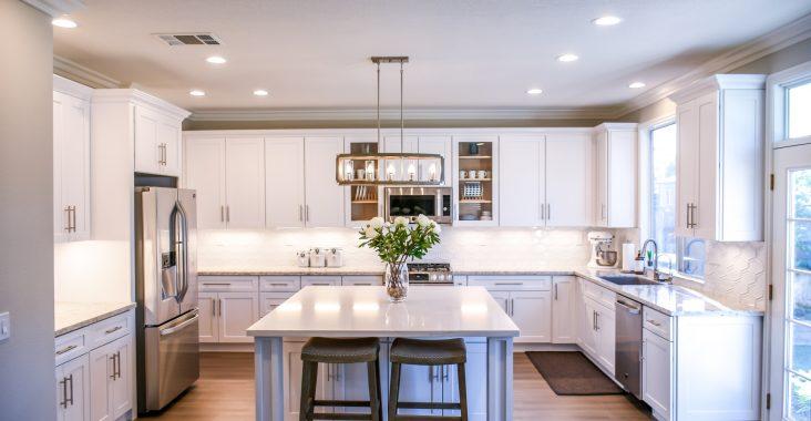cozinha com pisos laminados